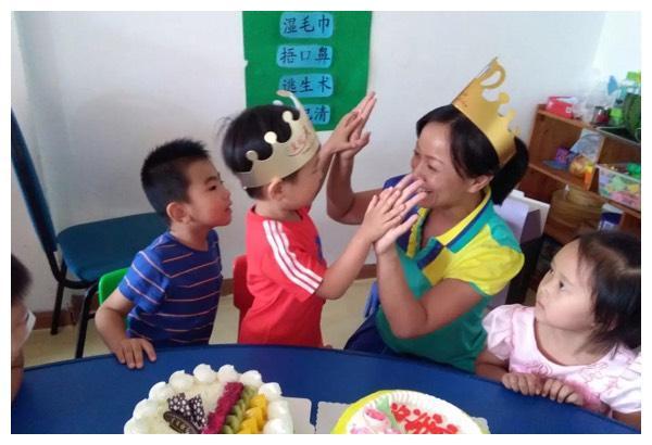 4岁孩子幼儿园过生日,妈妈送去豪华蛋糕却没吃,老师说出了原因