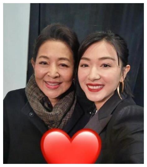 倪萍被万茜圈粉,万茜回应:您在我心里一直都是乘风破浪的姐姐!