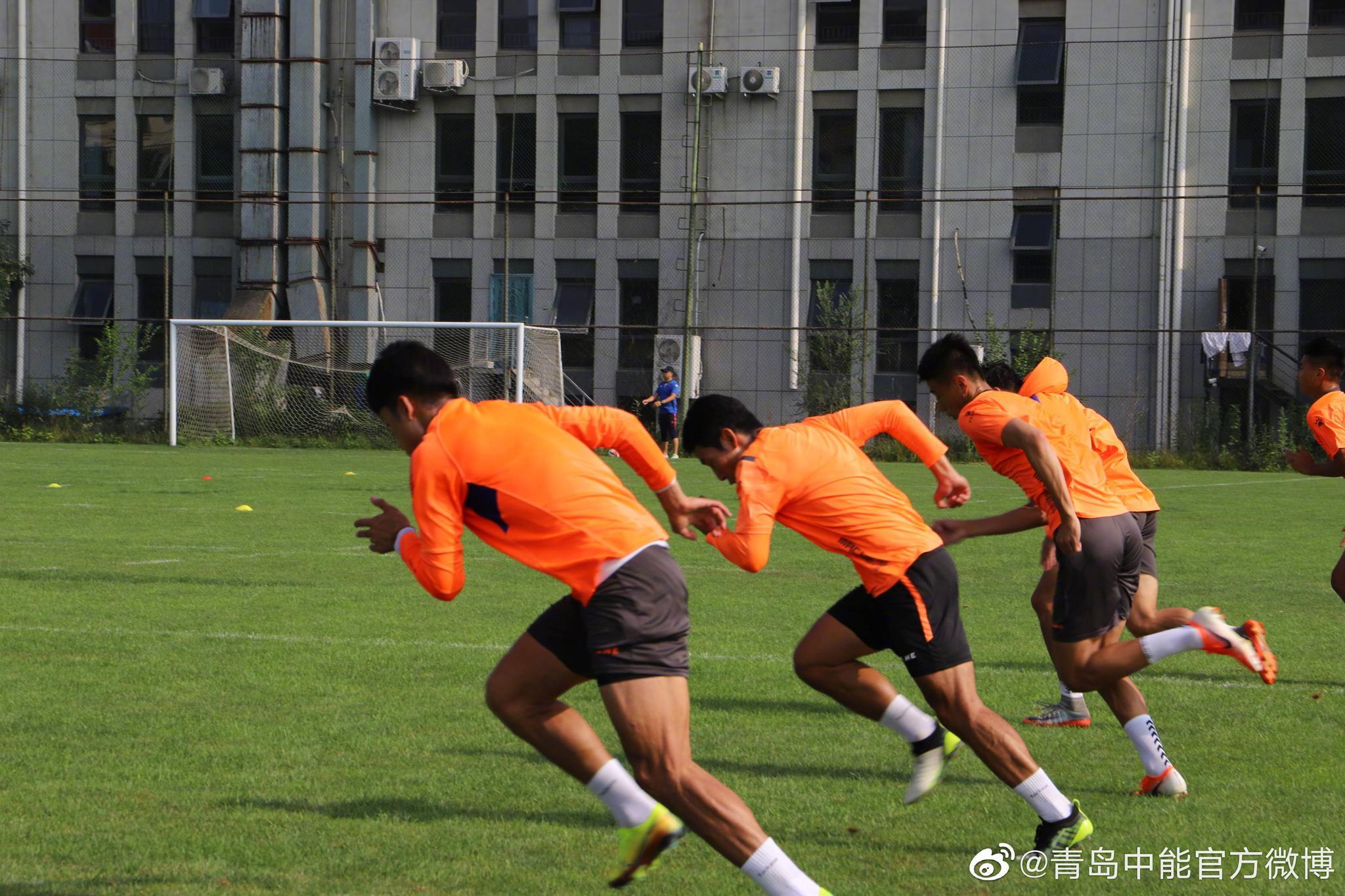 青岛中能足球俱乐部全体球员经过短暂的小假期后重新集结训练