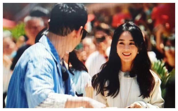 娱记曝黄晓明曾为对付黄斌整过赵丽颖,还搅黄了她几个时尚资源?