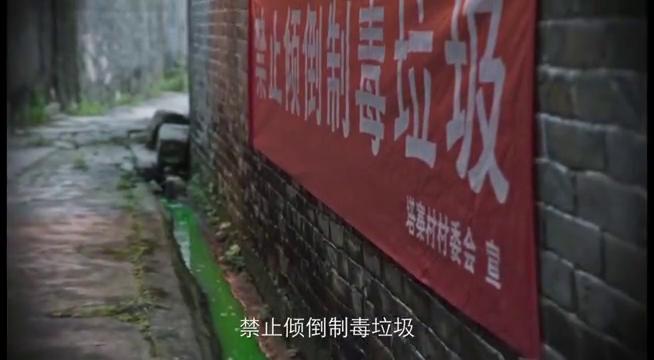 缉毒警察卧底贩毒村,被打成重伤,可是却带出了重要证据。