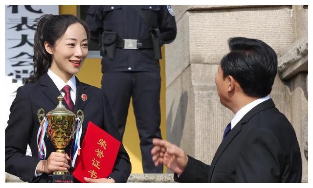 巡回检察组中的美女:于越安冬演过警花,赵子琪黄小蕾做过主持人