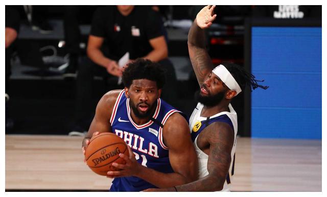 76人队的塔比亚斯-哈里斯砍下30分8篮板,本-西蒙斯拿到19分13篮板4助攻
