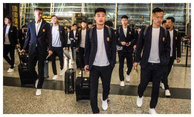 中国足球的工薪现状:中超年薪百万,中甲中乙和女足球员差距太大