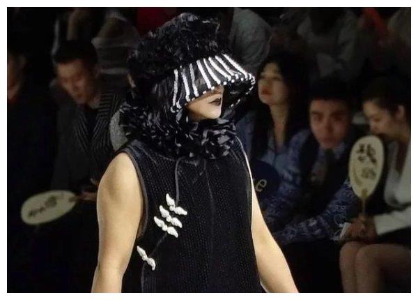 姜思达想走陈志朋老路?出席活动越来越敢穿,热衷女装引热议