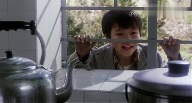 江湖龙虎斗:孤儿院的小女孩真善良,还给这些流浪的孩子好吃的