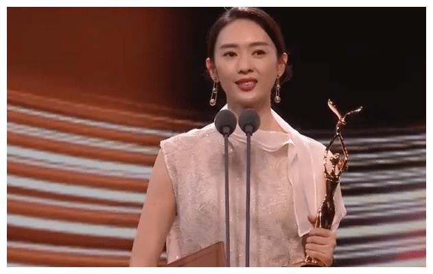 王一博获奖感言奇怪,童谣获奖后很激动,赵丽颖成最 大赢家