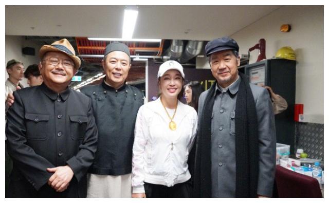 刘晓庆与张国立王刚同框,63岁的她状态好到令人意外