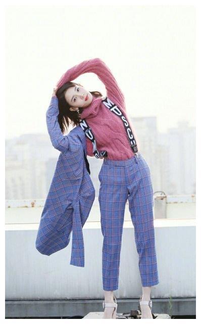气质女神陈瑶发出大招,教你怎么穿背带裤和毛衣!