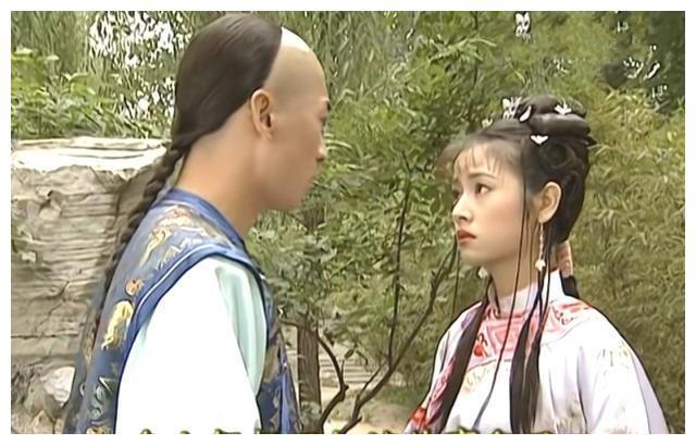 尔康对晴儿早就有意,如果不是因为老佛爷,说不定早已成婚生子