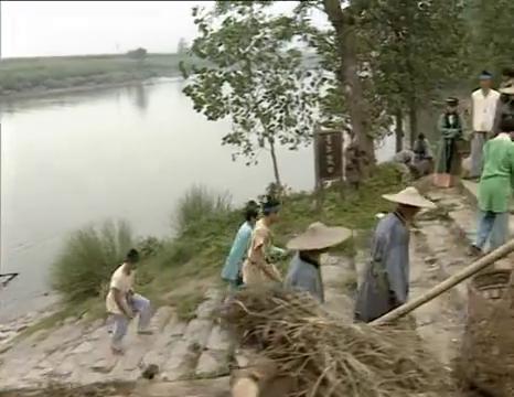村民捐钱造桥遇瓶颈,济公路过直言要捐款,村民不信还笑话济公