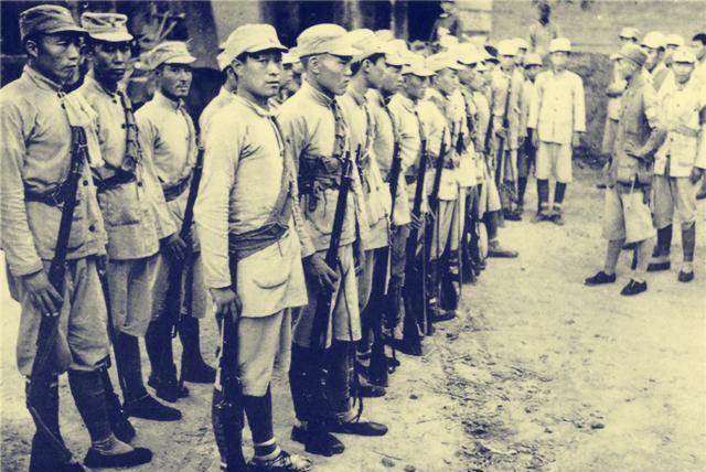 绑腿一向是八路军的传统,为何后来取消了?抗美援朝的教训很沉重
