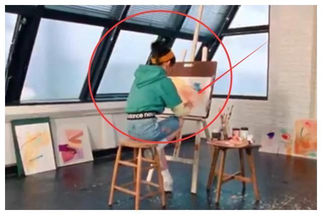 有种真实叫张子枫的画画功底,对着镜头画水粉,看清画作,服气了