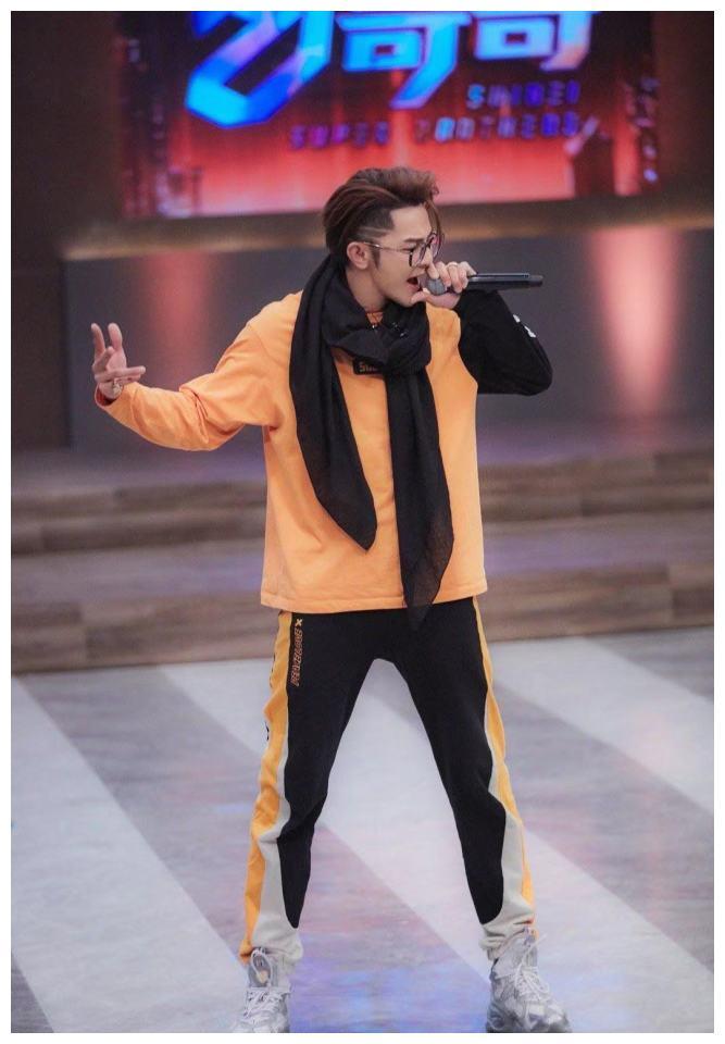 男生穿橘色系好帅,大家可以学汪东城的穿搭喽