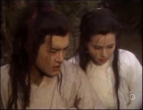 小龙女跟着杨过出了古墓,指着一片荒地说要在这安家,杨过傻眼