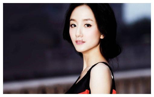 黄轩新恋情公开,曾和李倩蒋雯丽杨幂等女星恋爱,新女友却是素人