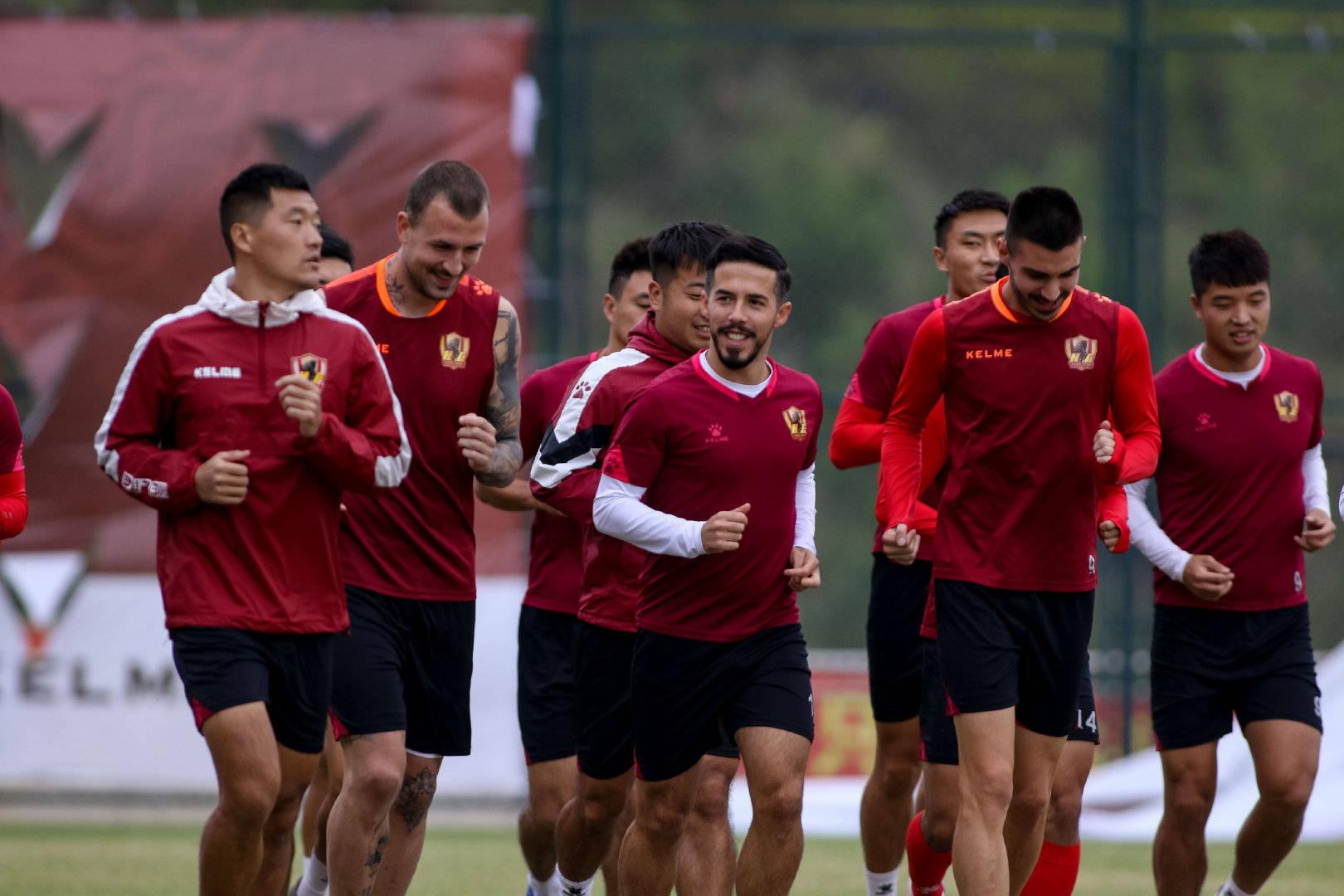 第二阶段首轮辽宁沈阳城市对阵贵州恒丰,贵州恒丰球员备战比赛