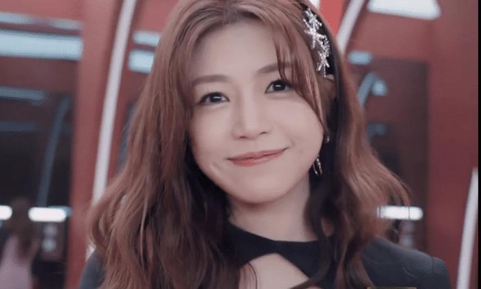 """陈妍希参加""""浪姐""""看不出37岁,身材比例太完美,可爱又妩媚"""