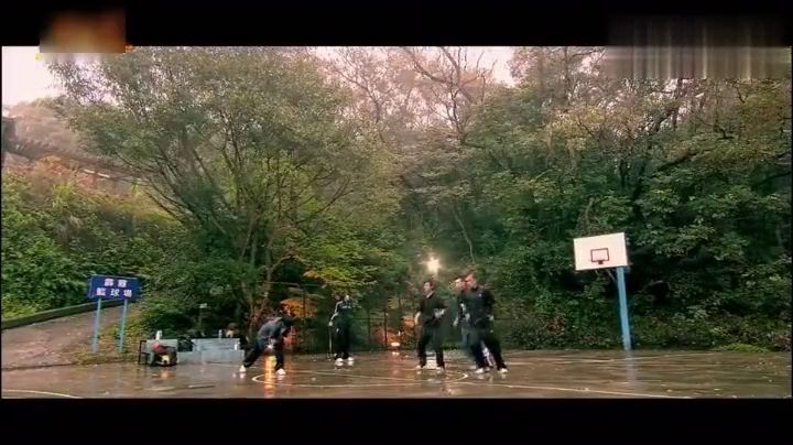 篮球火冠军球队训练前用跳舞的方式进行warmup,帅爆了