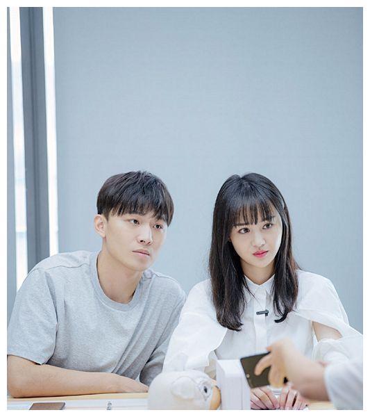 郑爽疑用小号回应代孕后逛二手网站毫无心理压力