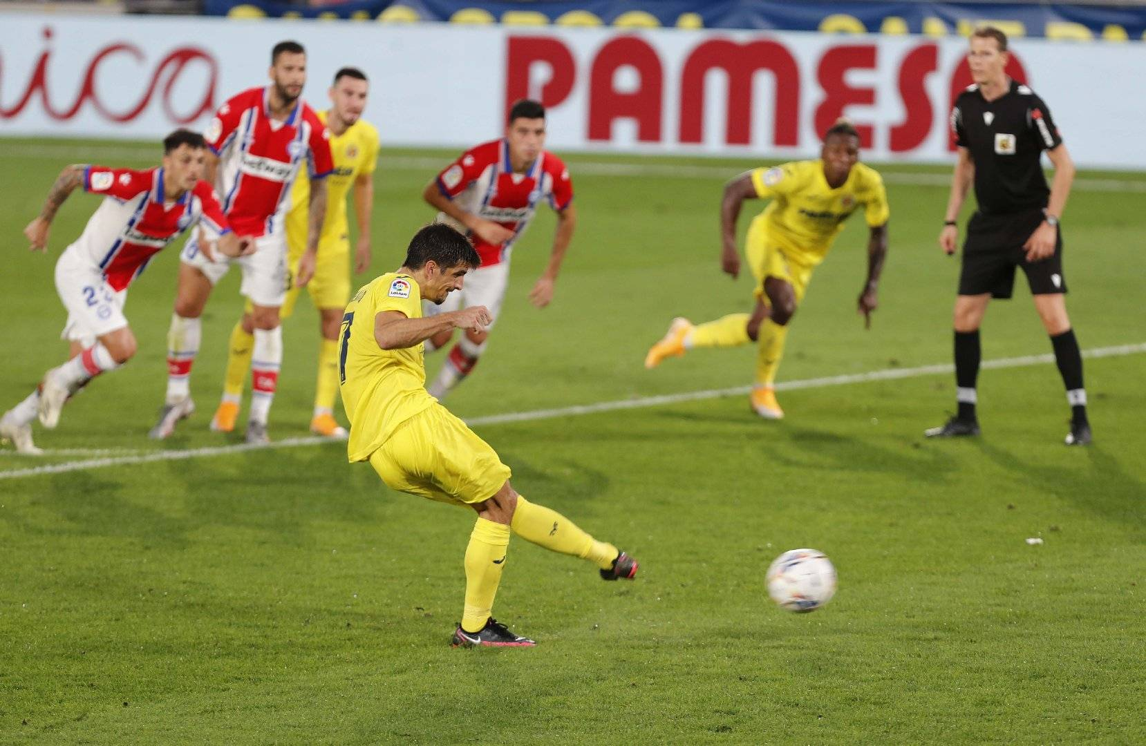 西甲第4轮比利亚雷亚尔3:1阿拉维斯,帕科本场比赛攻入两球