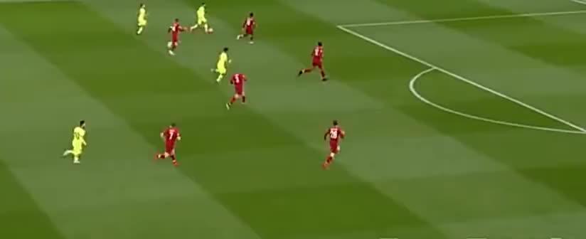 阿尔巴倒三角回传,梅西推射,可惜被阿利森飞身扑出了