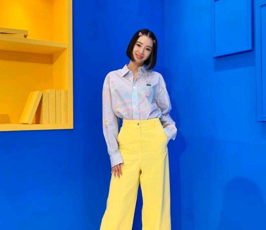 韩国模特lrenekim拍摄高端时尚杂志《mina米娜》美丽动人
