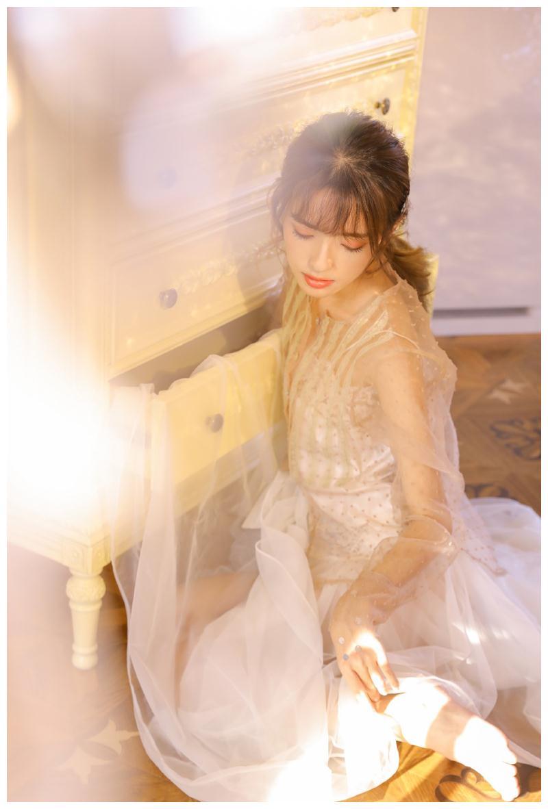 青春靓丽美少女,白纱裙居家美拍