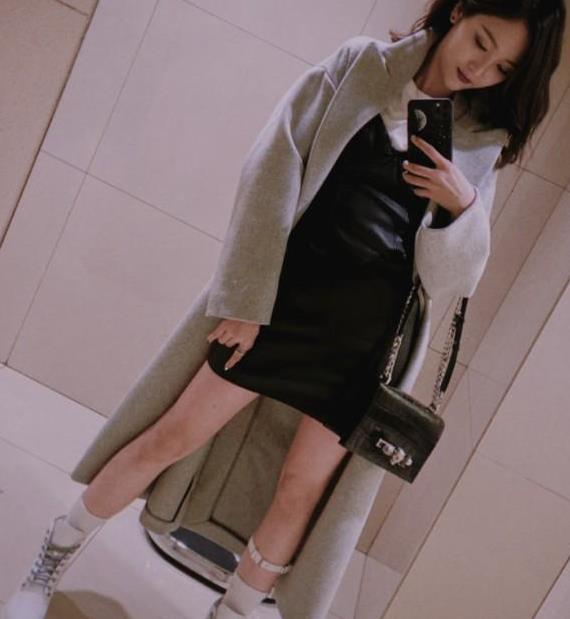 吴宣仪也太敢穿了吧!为显腿长绑白色皮带,不愧是少女偶像明星