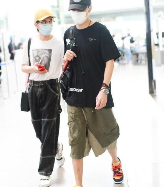48岁洪欣稍一打扮就惊艳,穿西装配印花裙裤,171比例不输超模