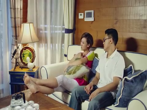 趁卫东不注意,黄蓉把李海与晓菲的照片发了出去