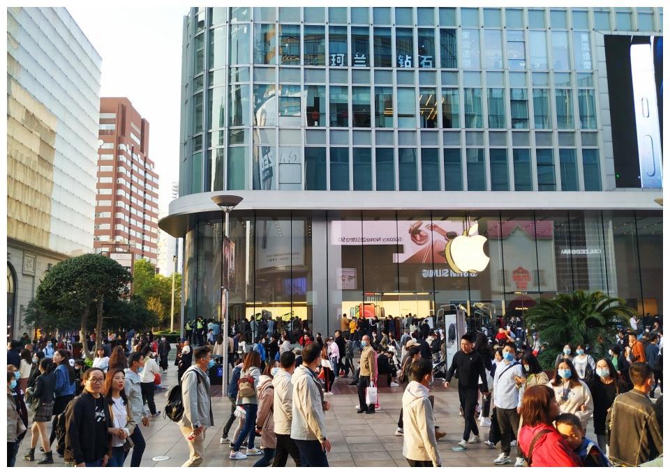 比迪士尼还火爆的上海步行街,日均80万人次,世界认识中国的名片