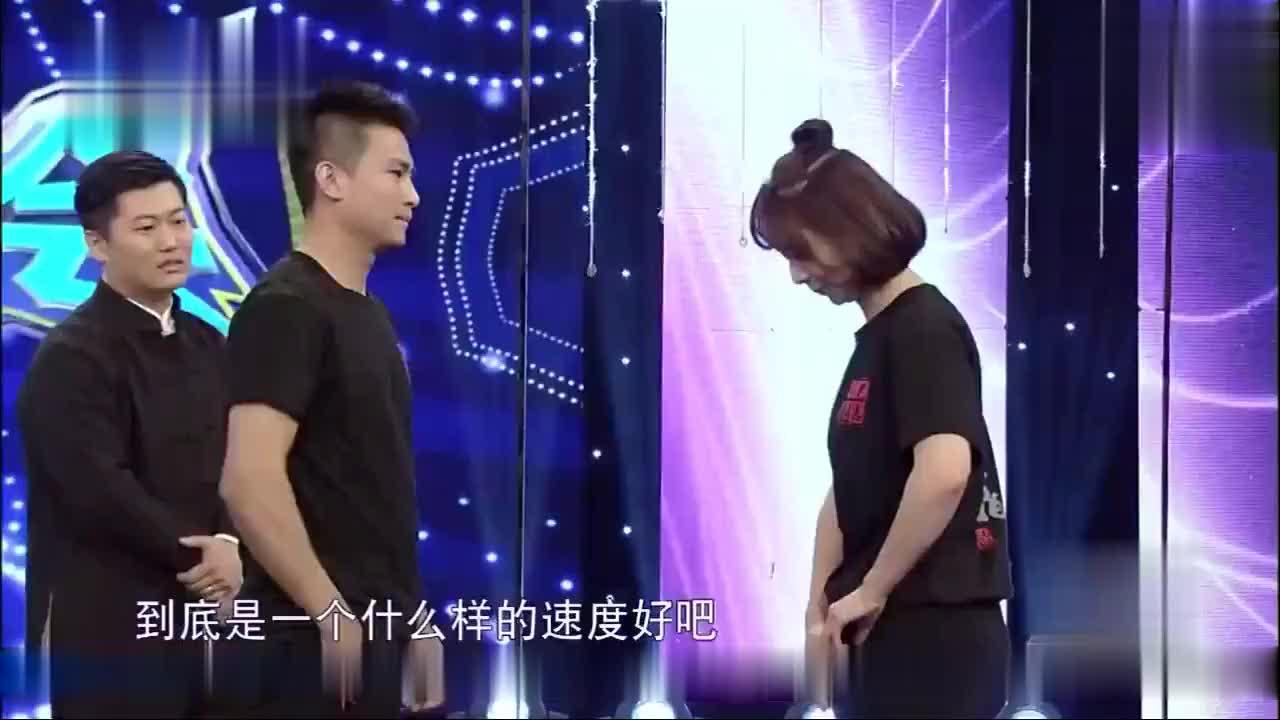 武林高手现场展示咏春,主持人不信,被一秒十多拳的手速吓懵!