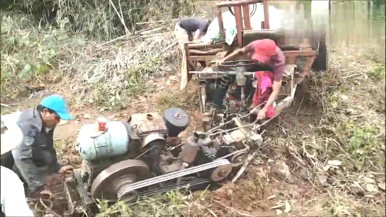 越南小哥想开手扶拖拉机过河上岸,但路没选对,最后可烦心了