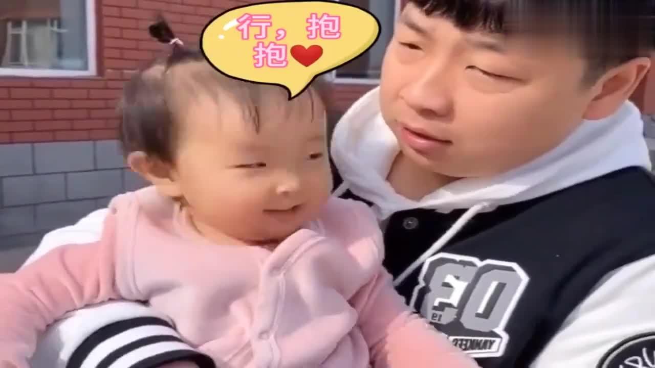 宝宝打预防针说好的不哭,结果却哭的要抱紧,看得出来爸爸心更疼