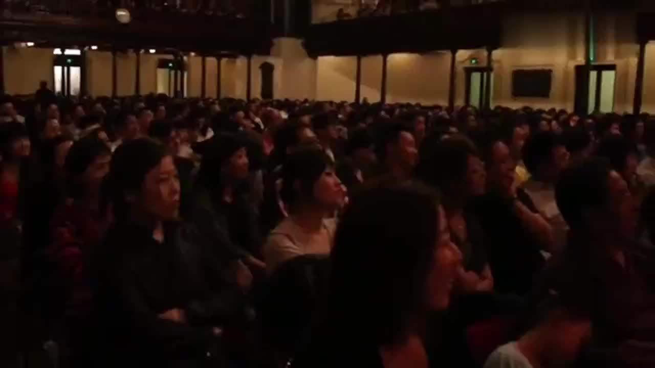 郭德纲:据说在国外演出超过时间就罚三倍以上的钱,观众:没有
