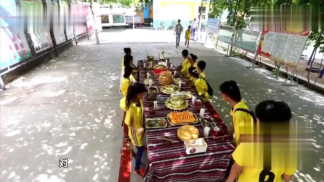 比赛后吃超美味新疆美食,苏有朋把洗手水当汤喝