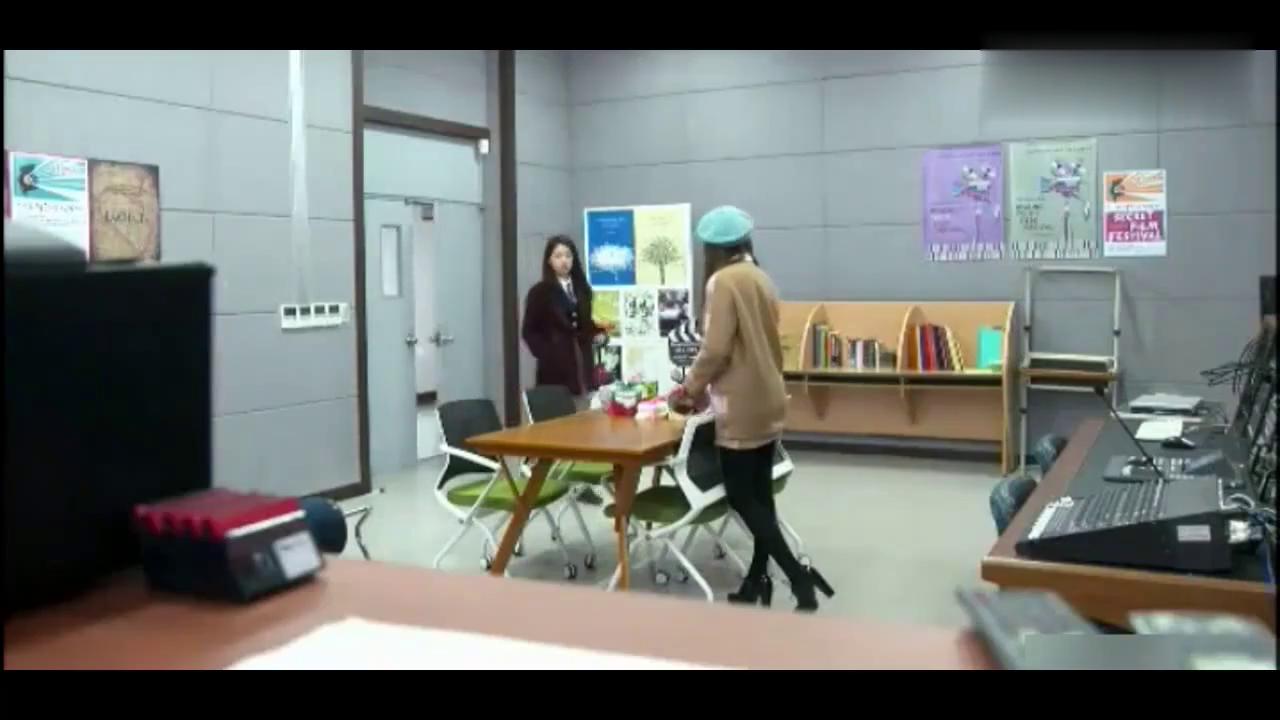 秀晶偷偷告诉朴信惠:金宇彬好像喜欢你!