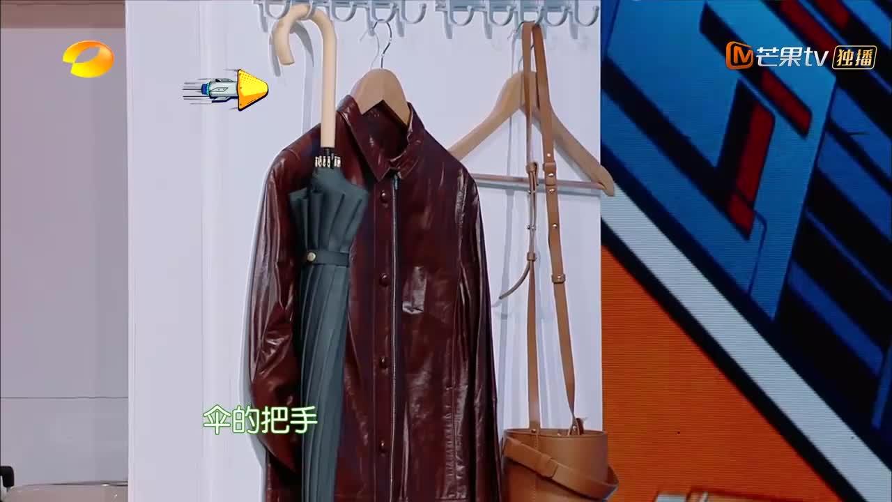 快乐大本营:张韶涵翟天临游戏找茬,张口就咬伞,这是杂技表演!