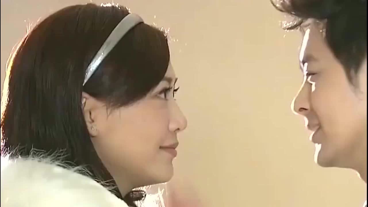 林志颖妻子陈若仪带儿子旅行,十岁的小小志身高赶上妈妈