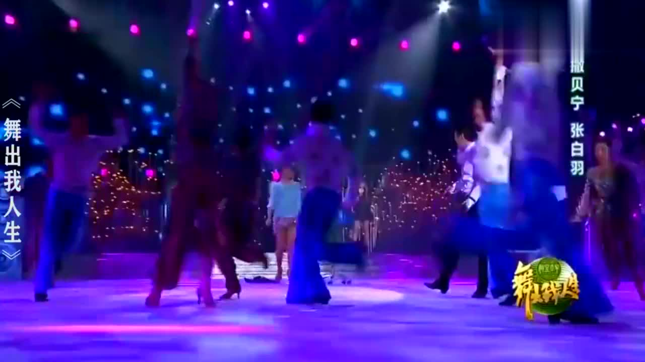 央视主持人跳舞合集:撒贝宁扔西服也太欲了
