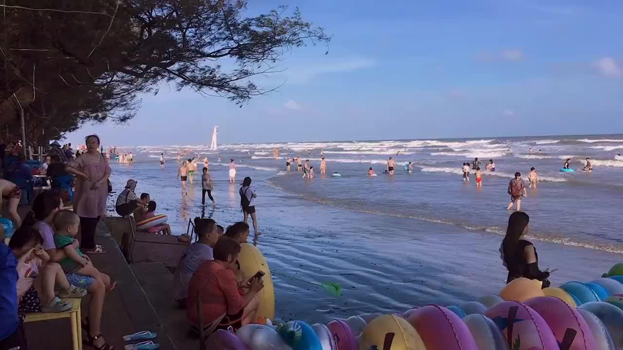 广西的白浪滩,海水涨到岸上的景观你们见过吗?
