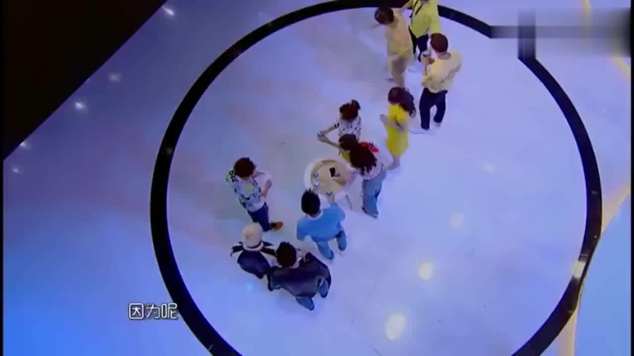 在节目中林志颖的手机进水,掉地上都完好无损,众人吃惊不断