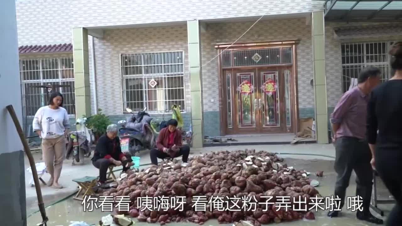 儿媳想吃地道凉粉,婆婆带着去自家村子买,娘俩看的放心吃着安心