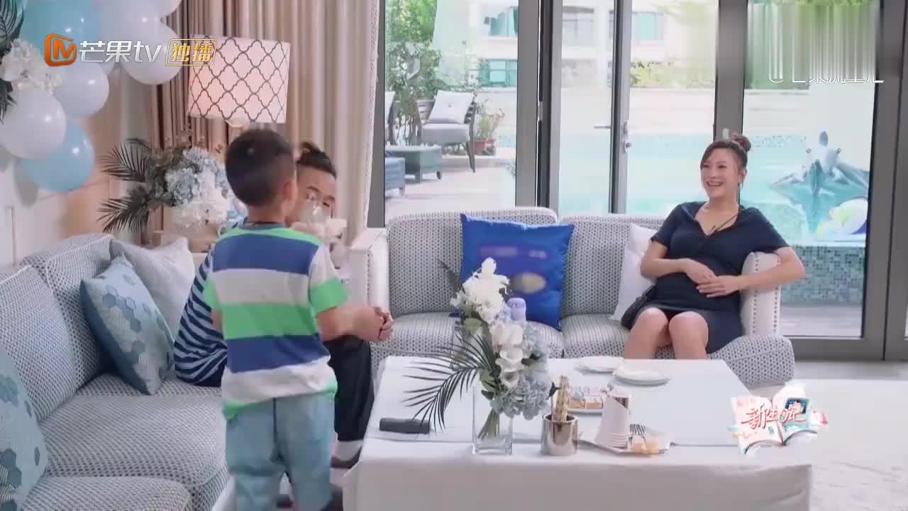 应采儿好姐妹杨千嬅拜访,当说出搬家理由,谁知杨千嬅一脸不信!