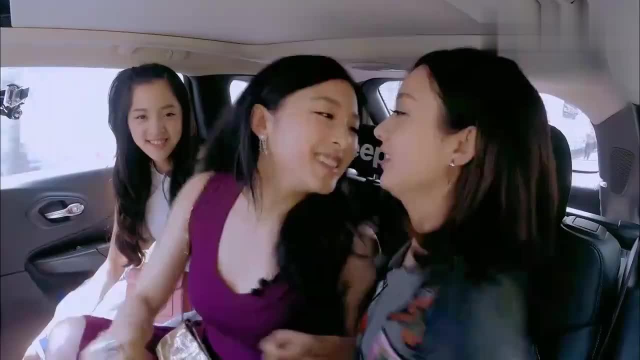 赵丽颖太显年轻了,跟20岁的欧阳娜娜站在一起,竟然丝毫不输