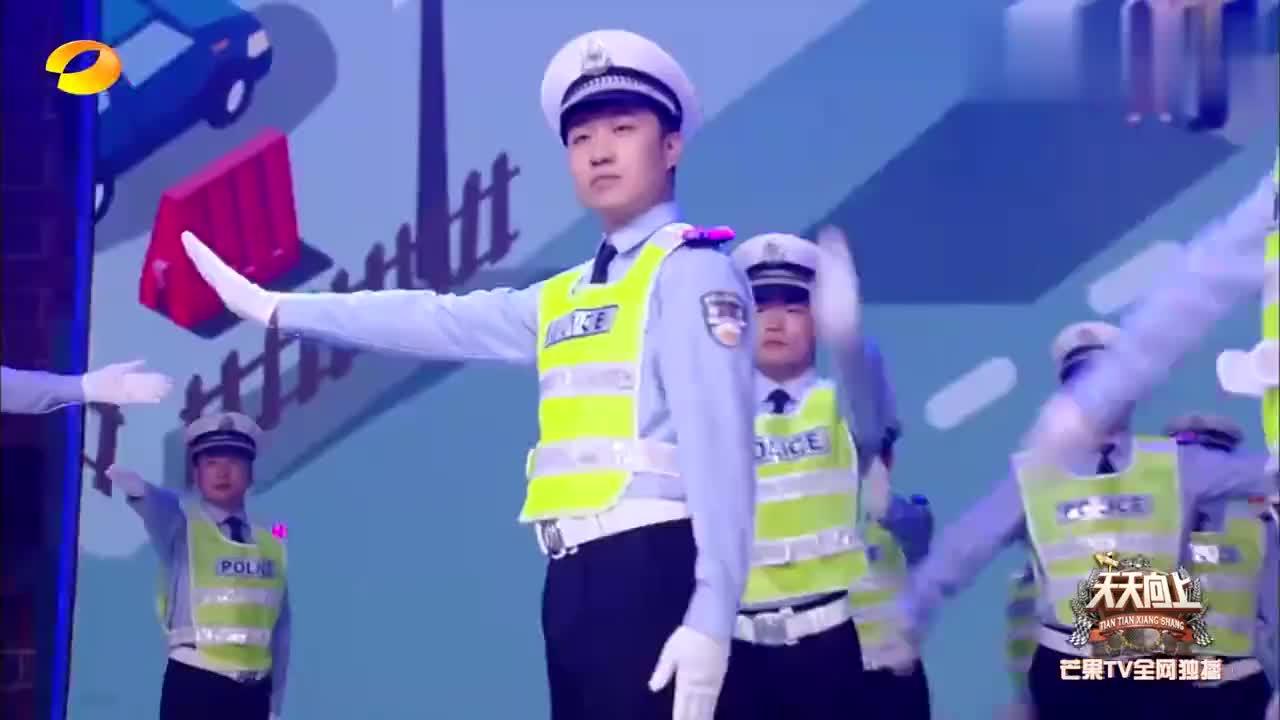 西安交警支队开启创意交警秀,英姿飒爽太刚了,汪涵都热血沸腾!