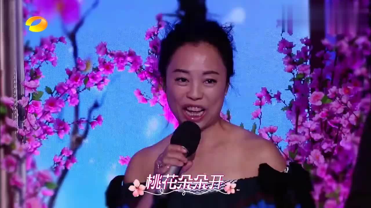 谭维维开唱《桃花朵朵开》,真是太好听了,耳朵要怀孕!