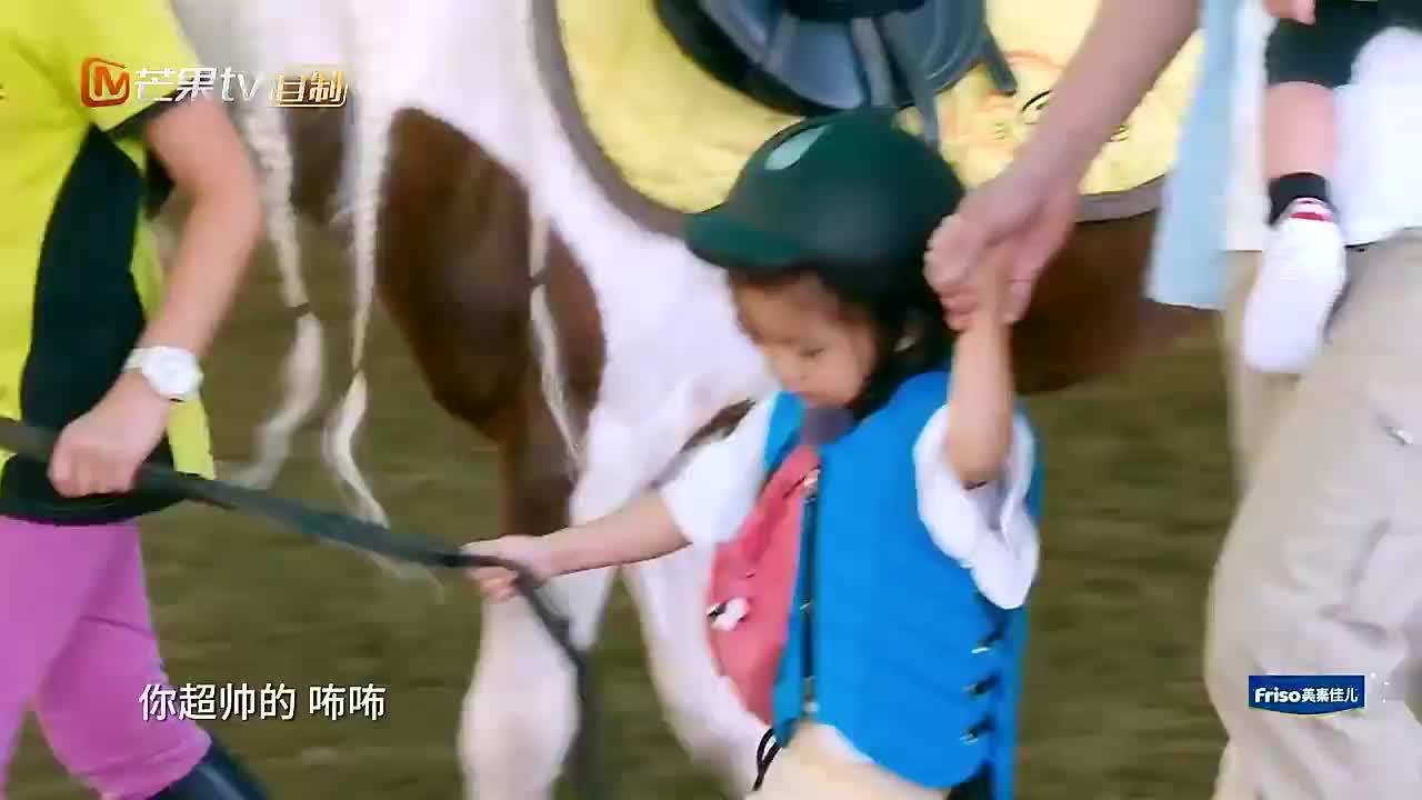 贾静雯带波妞骑马,波妞上马给大家打招呼