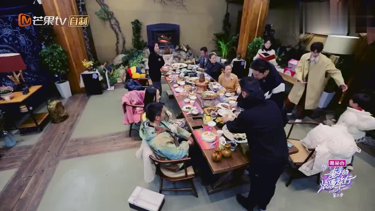 嗯哼跟杨千嬅第一次见面,就张口要红包,杜江霍思燕一脸尴尬!